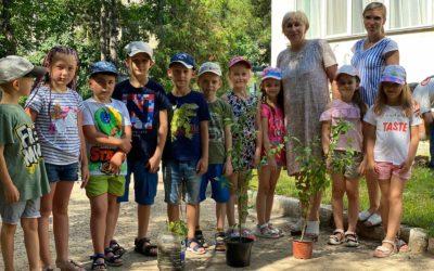 Наши выпускники посадили деревья