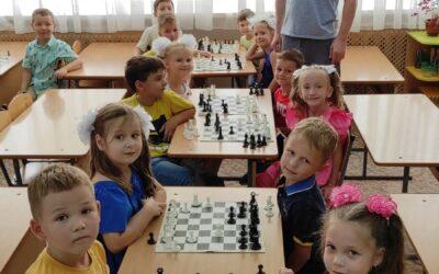 Занятия шахматами в УВК Алые паруса